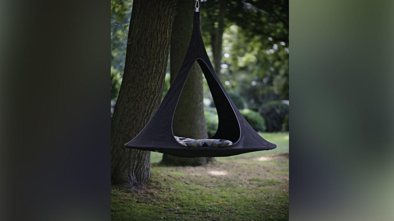 Die schwarze Hängehöhle Songo Vido von Cacoon perfekt für draußen.