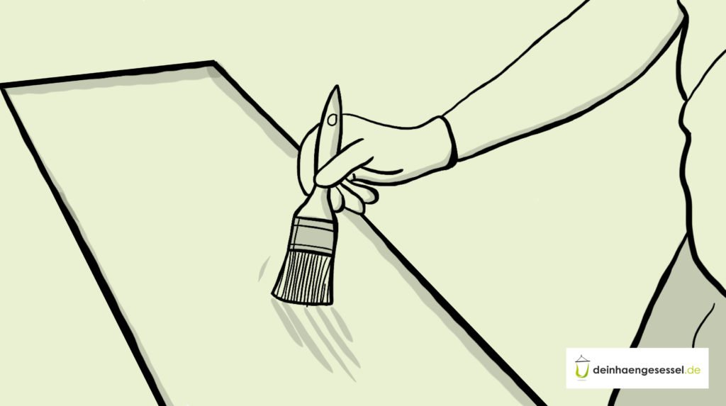 Zu sehen ist die Hand einer Person, die eine Holzversiegelung aufträgt