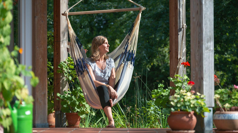 Auf Terrassen können Hängesessel einfach aufgehängt werden.