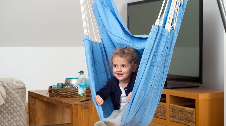 Im Wohnzimmer einen Hängesessel zu haben freut Kinder und Erwachsene