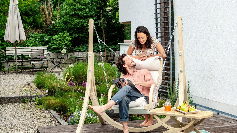 Ein Hängesessel kann Ihrer Terrasse oder Balkon das gewisse Etwas verleihen.