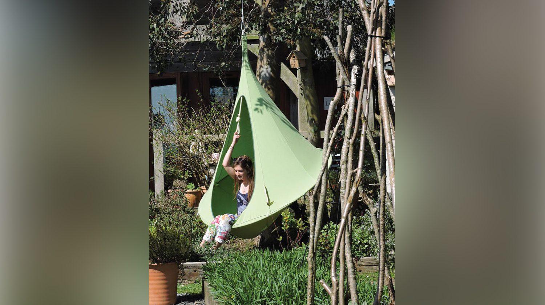 Hängezelte für den Garten bieten eine tolle Möglichkeit zum Spielen.