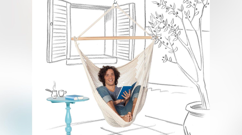 Tuchhängessel sind ein toller Ort, um in Ruhe ein Buch zu lesen