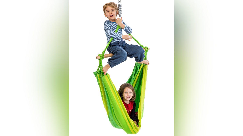 Auch für Kinder sind Tuchhängesessel eine tolle Gelegenheit zum Toben